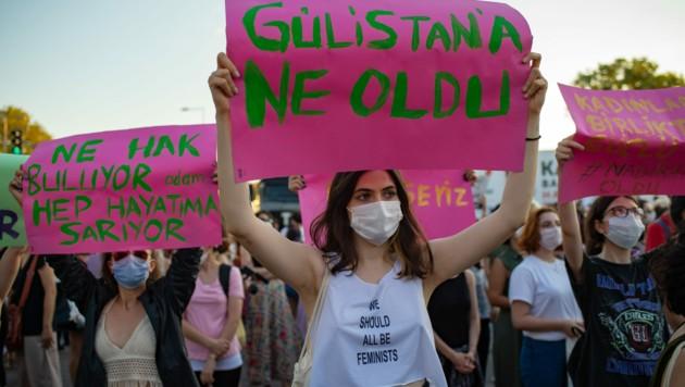Tausende Frauen gingen in Istanbul auf die Straße (Bild: AFP)