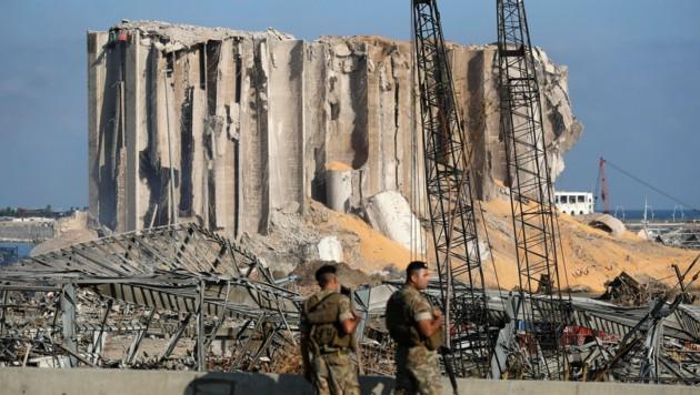 Vom riesigen Getreidespeicher ist nur noch ein Teil stehen geblieben. (Bild: AP Photo/Hussein Malla)