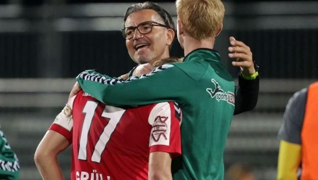 Die Freude über den Meistertitel in der 2. Liga währte kurz, für Coach Baumgartner (Mitte) ist schon voll in der Planung für die Bundesliga. Da ist der Pongauer Marco Grüll (li.) fix dabei. (Bild: GEPA pictures/ Walter Luger)