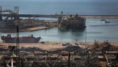 Der Hafen von Beirut gleicht einem Trümmerfeld. (Bild: AFP)