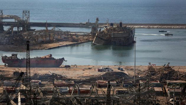 Nach der verheerenden Explosion gleicht der Hafen von Beirut einem Trümmerfeld. (Bild: AFP)