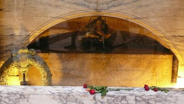 Das Grab des Malers Raffael im Pantheon in Rom (Bild: Wikipedia/Welleschik (CC BY-SA 3.0))