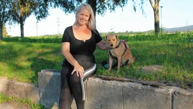 """Sabine bevorzugt einen Vegetarier, der mit ihrem Hund """"Franzi"""" klarkommt."""
