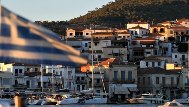 Blick auf die griechische Kleininsel Poros