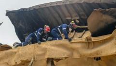 Sicherheitskräfte suchen immer noch fieberhaft nach Vermissten. (Bild: AFP/Qatar's Internal Security Force)