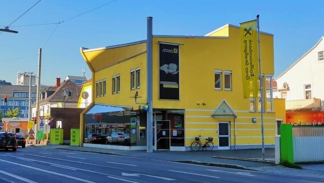 Diese Filiale in der Alten Poststraße wäre von dem 19-Jährigen und seinen beiden Komplizen beinahe überfallen worden. (Bild: Eva Stockner)