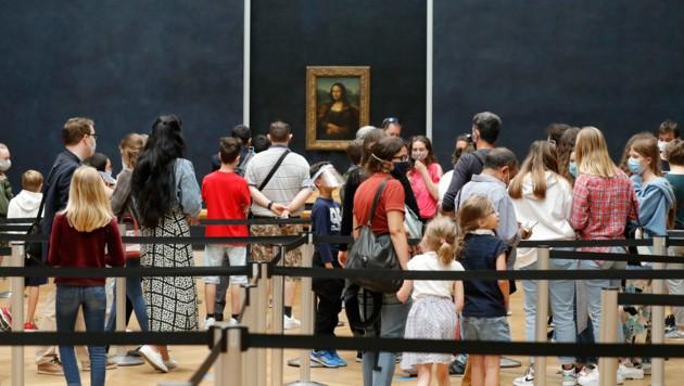 Deutlich weniger Gedränge als sonst vor der Mona Lisa im Louvre in Paris. Natürlich gilt auch hier die Maskenpflicht sowie Abstandsregeln.