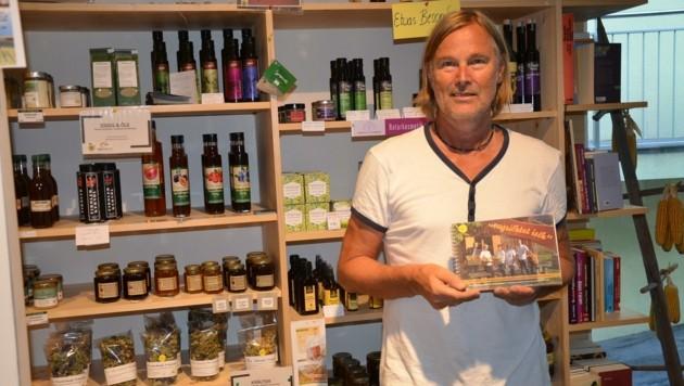 Projektleiter Gottfried Mair entwickelte mit seinem Team sogar ein regionales Kochbuch. (Bild: Daum Hubert)
