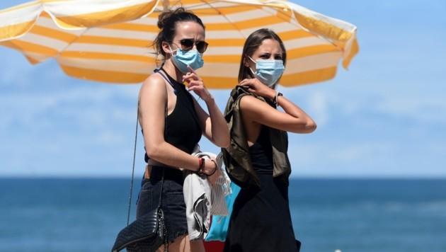 Maskenpflicht am Strand von Biarritz an der Côte d'Azur