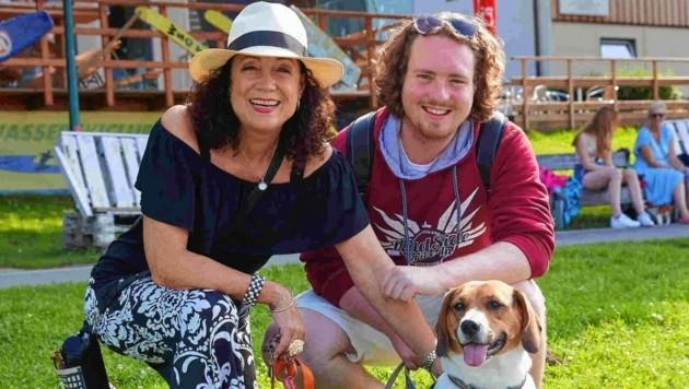 """Familie als Zuschauer: Barbara Wussow, Sohn Nikolaus Fortelni und Hündin """"Jeannie"""""""