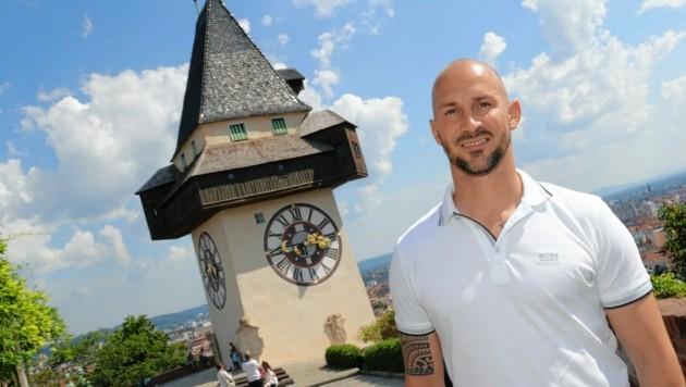 Ilzer vor dem Grazer Uhrturm (Bild: Christian Jauschowetz)