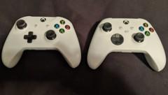 In der Packungsbeilage des neuen Xbox-Controllers (rechts) fand ein Twitter-User Hinweise auf die Xbox Series S. (Bild: twitter.com/zakk_exe)