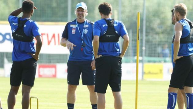 Markus Schopp analysiert schon den Gegner. (Bild: GEPA)