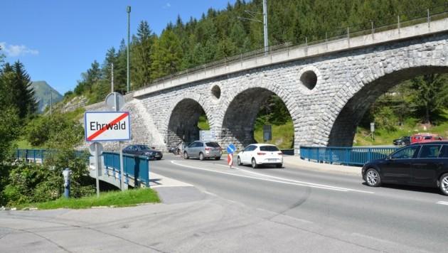 Ein Flaschenhals ist die Viaduktkreuzung in Ehrwald, an der sich der gesamte Verkehr aus Richtung München trifft. (Bild: Daum Hubert)