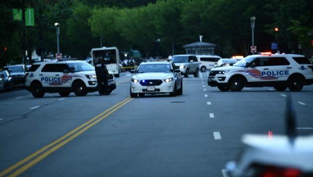 Polizeisperren rund um das Weiße Haus (Bild: AFP)