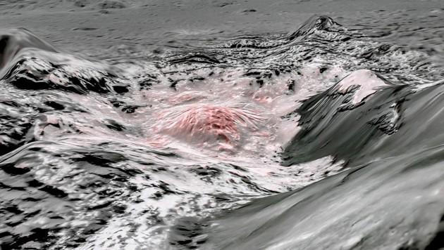 Das Bild zeigt in Falschfarben die Sole (leicht rötlich), die aus einem tiefen Reservoir unter der Kruste von Ceres nach oben gedrückt wurde.