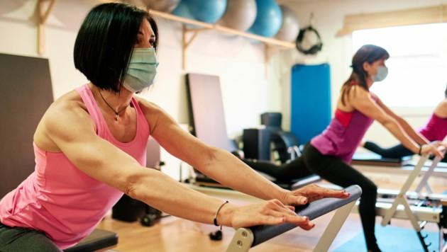 Einwegmasken bei der Therapie - unangenehm und auch nicht überall vorgeschrieben ... (Bild: stock.adobe.com)