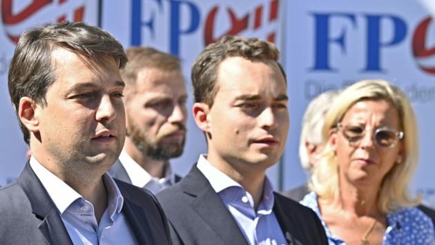 Die FPÖ-Kandidaten für die Wien-Wahl mit Landesparteichef und Vizebürgermeister Dominik Nepp an der Spitze (Bild: APA/HANS PUNZ)