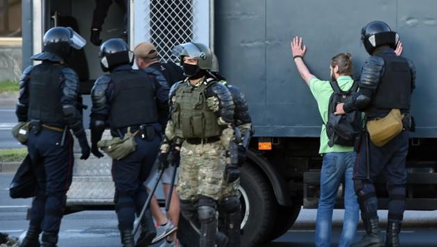 Erneut wurden zahlreiche Demonstranten festgenommen. (Bild: AFP)