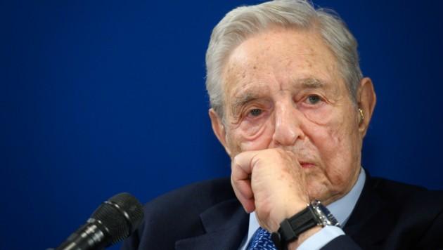 Der Finanzinvestor George Soros zeigt sich besorgt ob der aktuellen globalen Entwicklungen. (Bild: AFP/Fabrice COFFRINI)