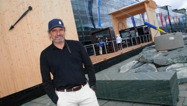 Architekt Roland Winkler entwickelte die 40 Meter lange Plattform für die Ausstellung