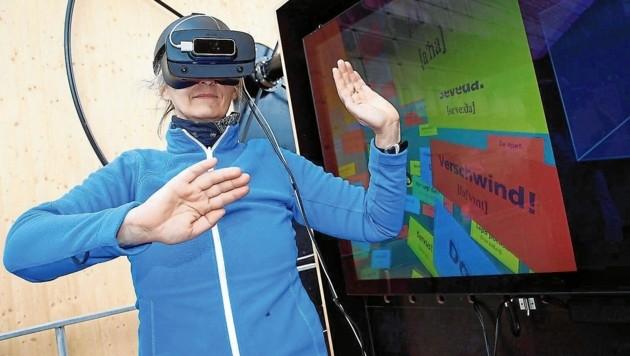 Mit VR-Brille können die Sprachen entdeckt werden (Bild: Rojsek-Wiedergut Uta)