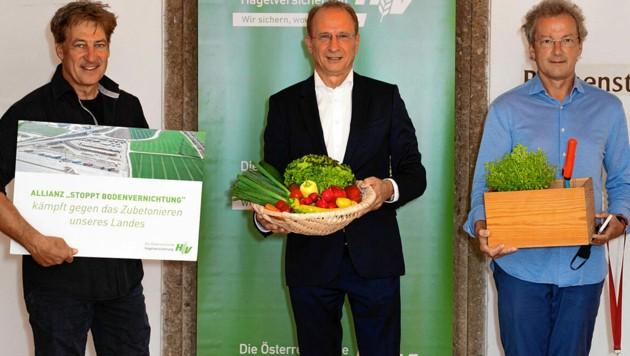 Moretti (links) und Welser-Möst (rechts) kämpfen mit Hagelversicherungs-Chef Weinberger gegen das Zubetonieren der Heimat. (Bild: ÖHV)
