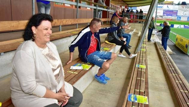 Auf den Tribünen halten die Zuschauer in den Stadien Abstand. (Bild: Foto Ricardo, Richard Heintz 8010 A-Graz)