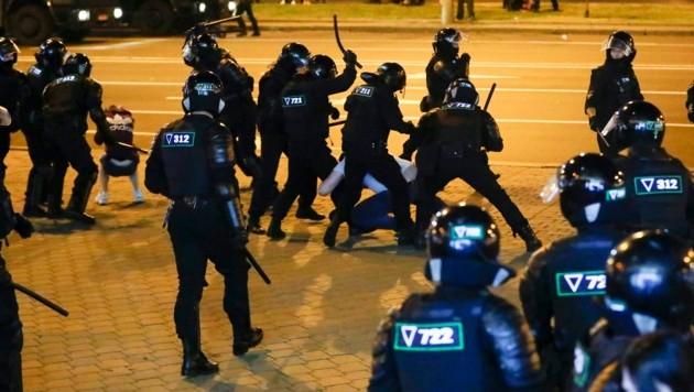 Die Polizei in Weißrussland ging brutal gegen die Demonstranten vor. (Bild: AP)