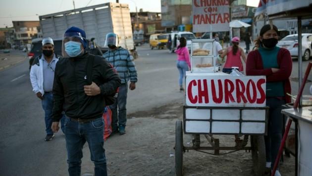 Peru führt nun an Sonntagen wieder Ausgangssperren ein. (Bild: AP)