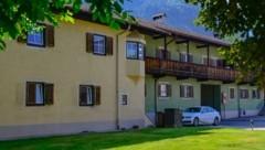 Der FPÖ-Politiker Christofer Ranzmaier lebt mit seiner Mutter in diesem Haus in der Südtirolersiedlung Kufstein. (Bild: Hubert Berger)