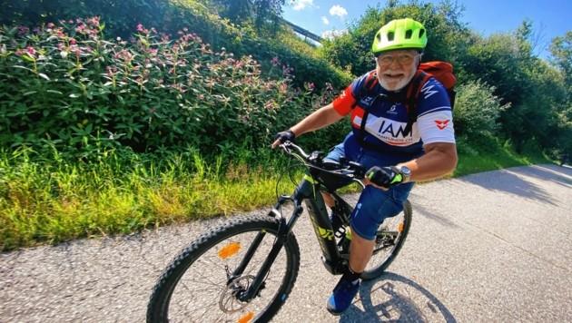 Chef-Panda Bernhard Staudacher im Sattel seines E-Bikes.