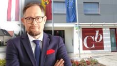 Abgründe in Mattersburg: Norbert Wess, der Anwalt von Martin Pucher, spricht erstmals über den Banken-Skandal. (Bild: Norbert Wess, APA/Theresa Puchegger, Krone KREATIV)