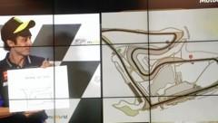 Valentino Rossi zeigte, dass er auch mit dem Stift umgehen kann. (Bild: Sepp Pail)