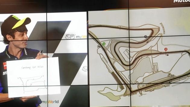 Valentino Rossi zeigte, dass er auch mit dem Stift umgehen kann.