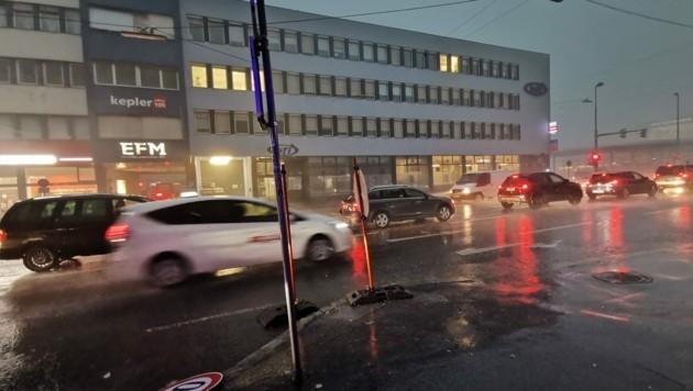Plötzlich wie in der Nacht und Weltuntergangsstimmung: Enorme Unwetter in großen Teilen der Steiermark, hier in Graz.