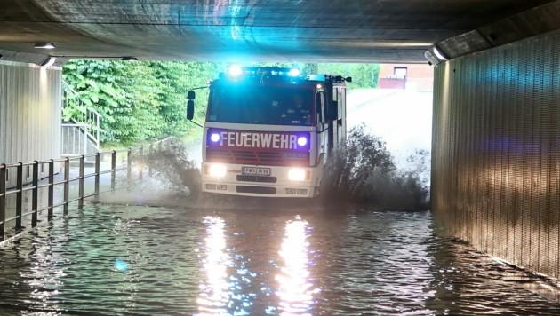 Auch in Attnang-Puchheim waren Unterführungen überflutet, mussten Straßen gesperrt werden.