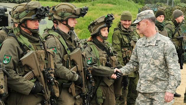 Soldaten des Jägerbataillons 25 bei einer gemeinsamen Übung 2014 mit US-Streitkräften in Deutschland (Bild: US Army TSC )