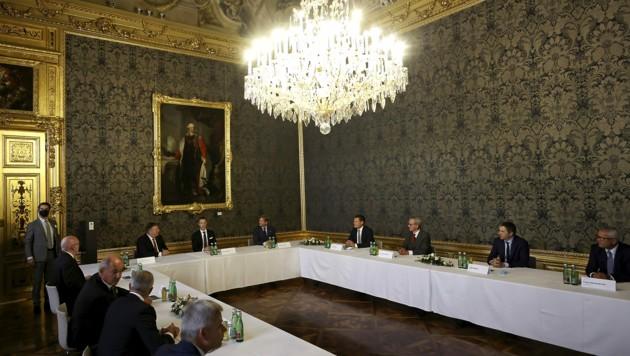"""US-Außenminister Pompeo traf neben Finanzminister Blümel auch """"rot-weiß-rote Exportchampions"""". (Bild: AFP)"""
