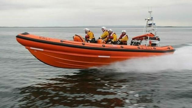 Die ganze Nacht über hat auch ein Team der Seenotrettungsorganisation Galway RNLI nach den beiden Cousinen gesucht. (Bild: RNLI/Galway)
