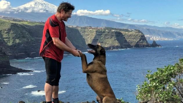 Auf der Lieblingsinsel Teneriffa mit dem treuen Familienhund.