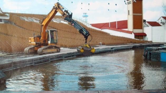 Seit 1981 wird rund um die Kulisse im Wasser gebaggert.