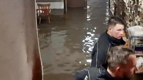 Keller standen unter anderem in Winden am See unter Wasser.