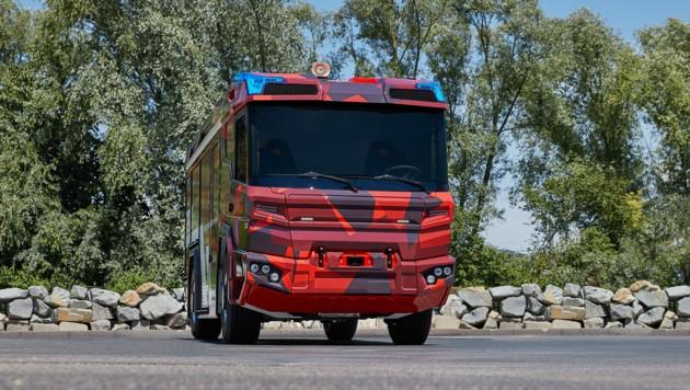 Rosenbauer-Vorstandschef Dieter Siegel sieht viel Potenzial im neuen hybriden Feuerwehrfahrzeug RT.