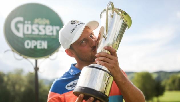 Lukas Nemecz mit dem begehrten Pokal. (Bild: GEPA pictures/Gösser-Open)