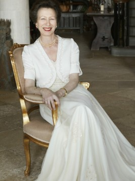 Prinzessin Anne sieht in einem Traum in Weiß fantastisch aus. (Bild: AFP)
