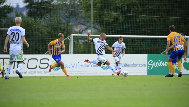 Bekim Balaj (Mitte) und Sturm spielten gegen Opava 1:1. (Bild: IFCS/Fatlum Kurtaj)