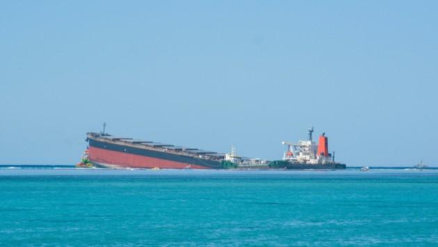 Der Tanker Wakashio ist vor Mauritius auf Grund gelaufen. (Bild: AP)