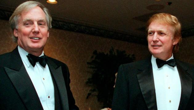 Donald und sein jüngerer Bruder Robert Trump (links) auf einem Archivfoto von November 1999 (Bild: AP)