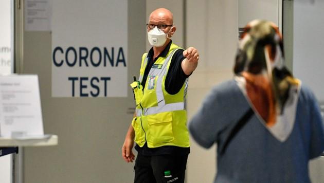 Corona-Tests werden auch an den deutschen Flughäfen durchgeführt - wie hier in Düsseldorf.